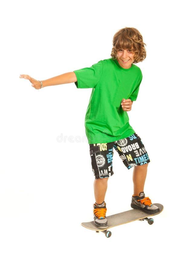 Усмехаясь скейтбордист стоковое изображение