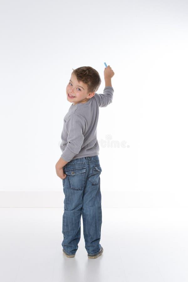 Усмехаясь славный маленький ребенок стоковые фото