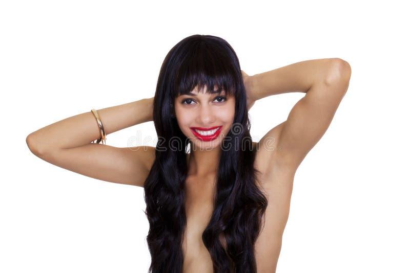 Усмехаясь топлесс Афро-американские волосы женщины над грудями стоковая фотография rf