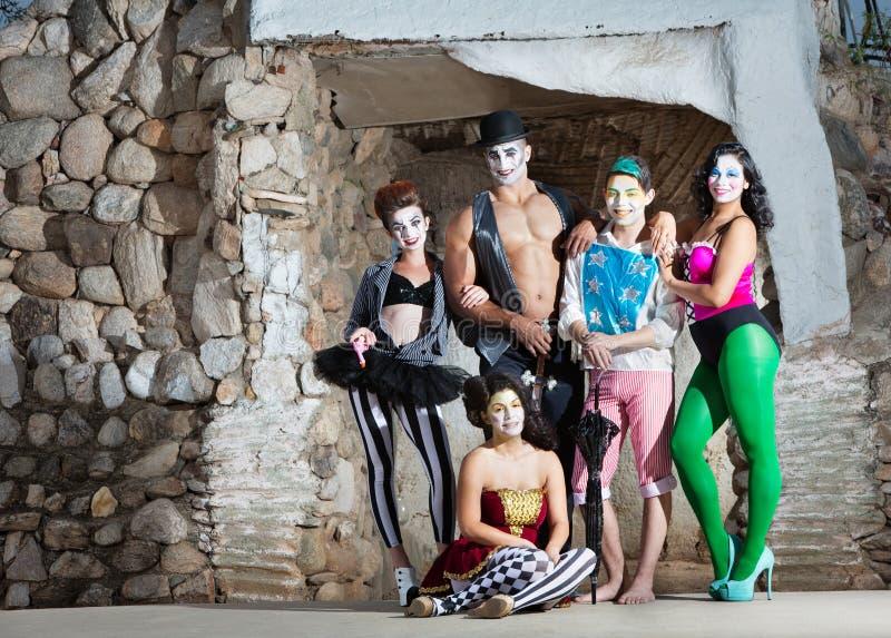Усмехаясь труппа Cirque стоковые изображения rf