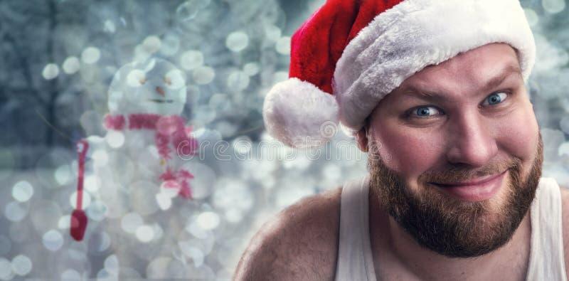 Усмехаясь человек в шляпе Санта Клауса стоковые изображения rf