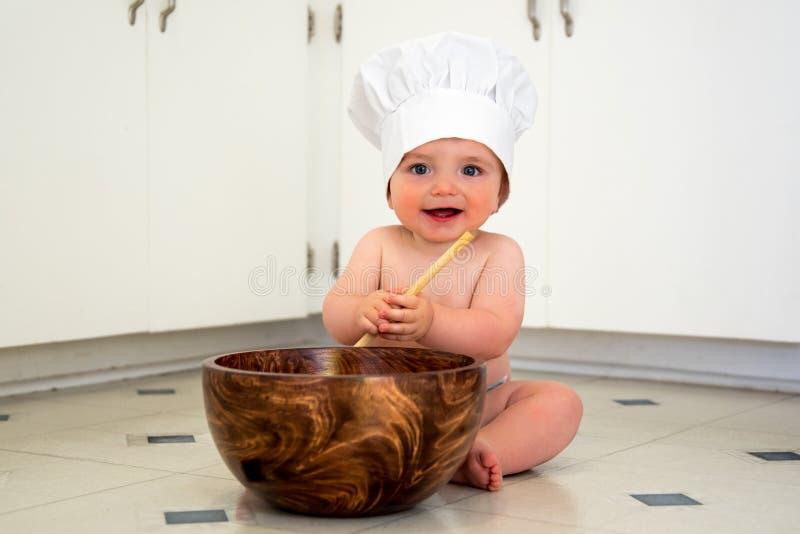 Усмехаясь шеф-повар ребёнка стоковые фотографии rf