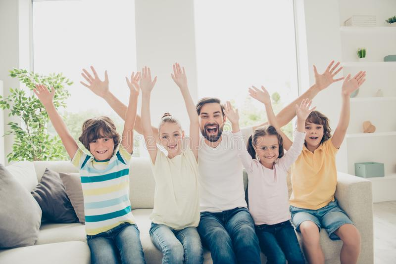 Успех, выигрыш, победитель, концепция Отдых совместно Смешное pe семьи стоковое изображение rf