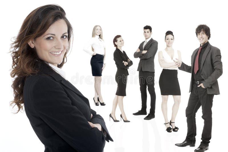 Успешная бизнес-леди стоя с ее штатом стоковые фотографии rf