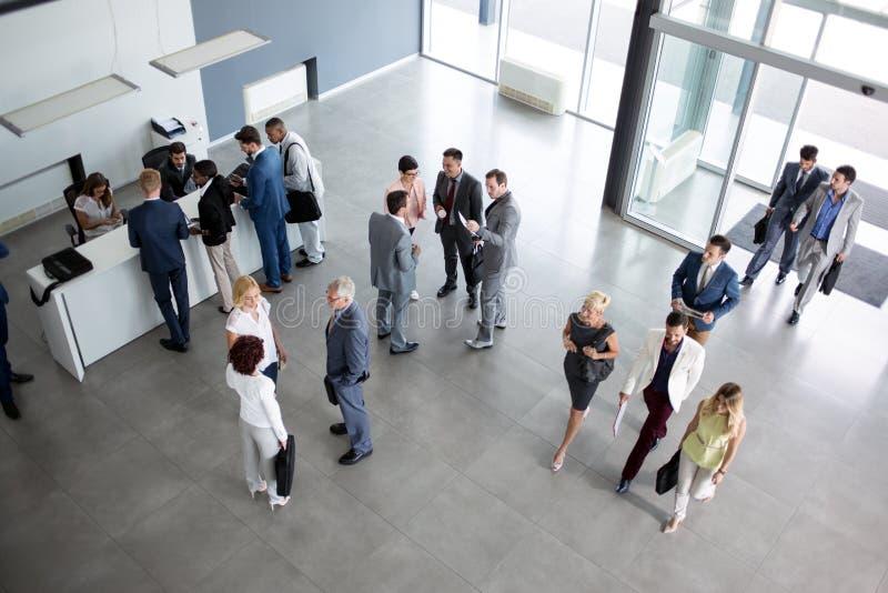 Успешная группа людей в костюме стоковые изображения rf