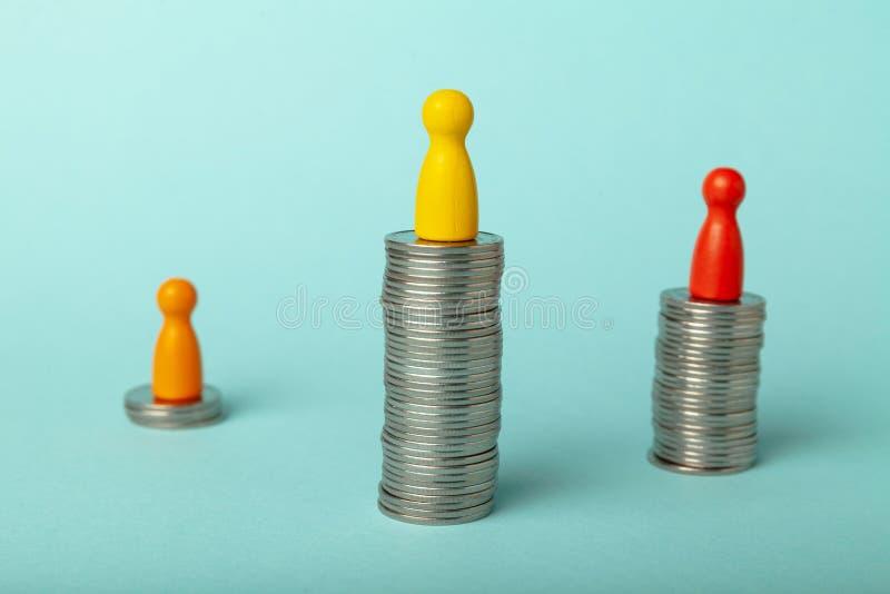 Успешные и неудачные бизнесмены, личное богатство и управление сбережениями стоковое изображение rf