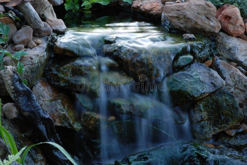 успокоенный водопад стоковые изображения rf