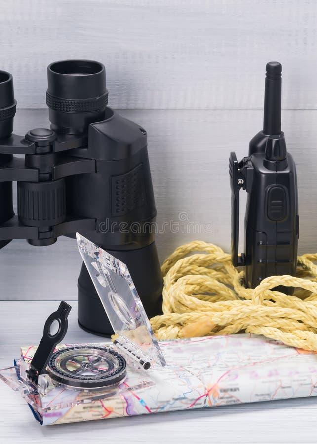 Установите для поиска и спасательных операций в лесе во время поиска для потерянных людей стоковые изображения