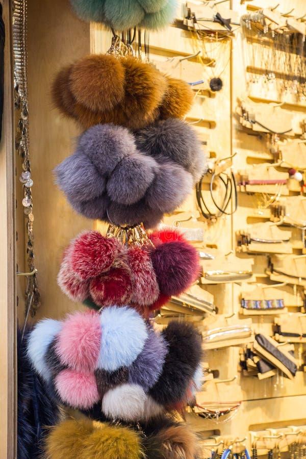 Установите красочных pompoms в базаре стоковое изображение