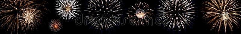 Установите пестротканых фейерверков с голубыми и красными искрами на изолированной черной предпосылке для дизайна праздников; нов стоковые фото