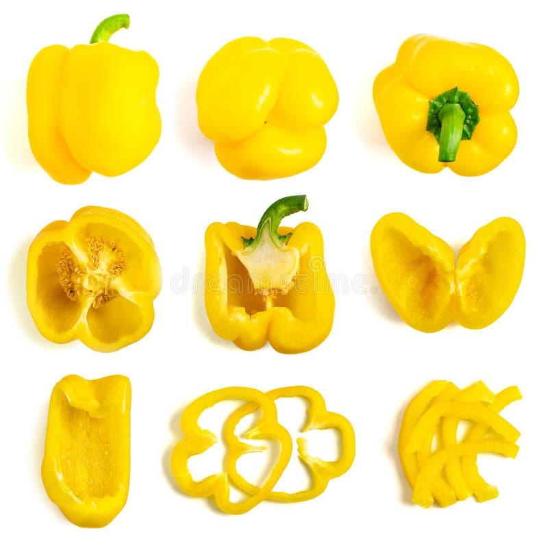 Установите свежего всего и отрезанного желтого болгарского перца изолированного на белой предпосылке Взгляд сверху стоковая фотография
