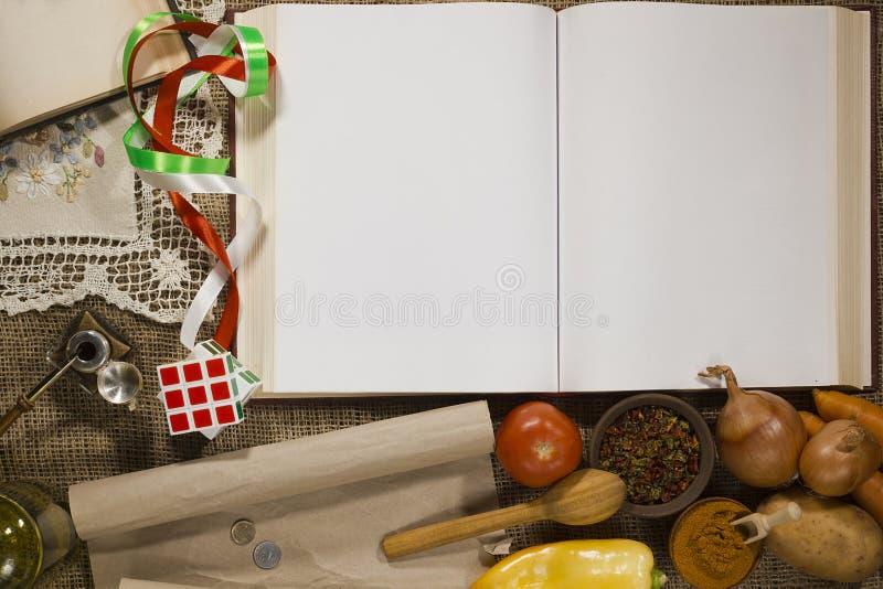 Установите силу и раскройте продукты книги стоковые изображения