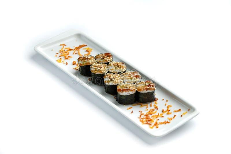 Установите суши на прямоугольной плите на изолированной белой предпосылке стоковое изображение