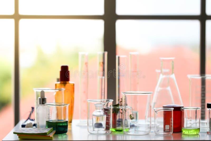 Установите химического развития и фармации трубки в лаборатории, bioc стоковые фото