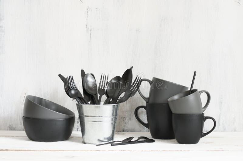 Установите черного и серого tableware стоковые фото