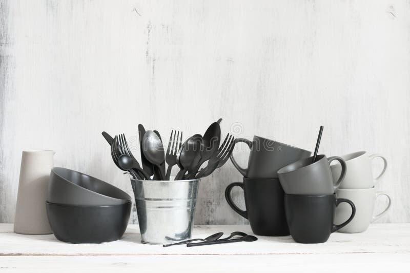 Установите черного и серого tableware стоковая фотография rf