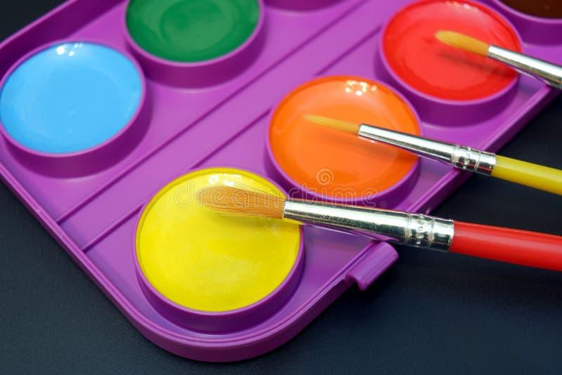 Установите ярких красок акварели с щетками стоковые изображения rf