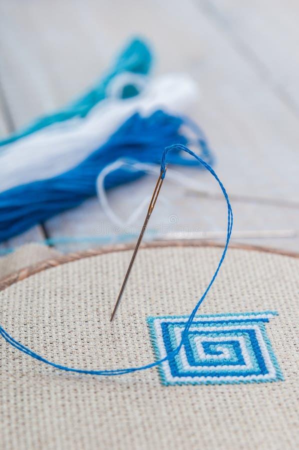 Установите для вышивки, обруча и потока, селективного фокуса стоковое фото