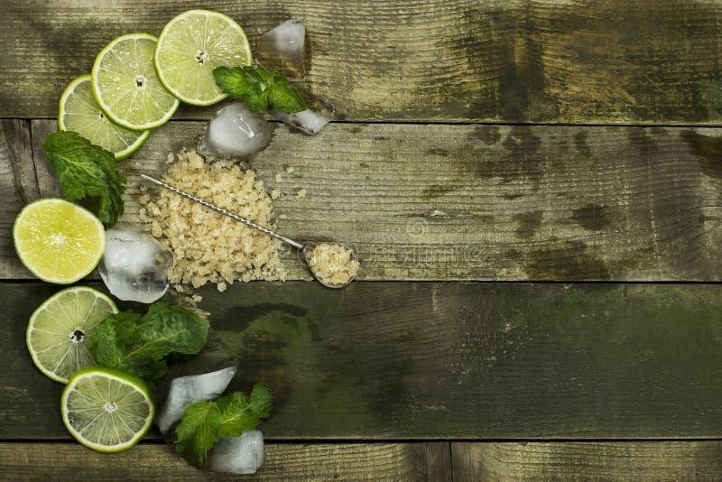 Установите для Mojito - известок, листьев мяты и льда стоковое фото rf