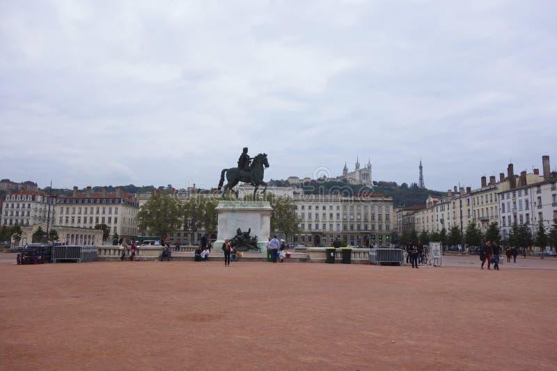 Установите Bellecour с конноспортивной статуей Луис XIV в Лионе стоковые фото