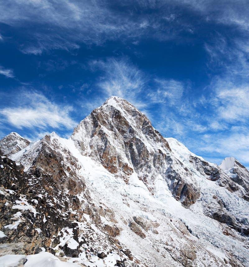 Установите Pumori в зоне Эвереста, Непале Гималаях стоковая фотография rf