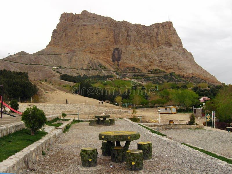 Установите Soffeh, гору и популярное рекреационное место которое расположено как раз к югу от города Isfahan, Ирана стоковые фото