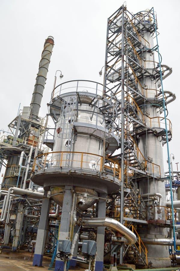 Установка для основной переработки нефти стоковое изображение rf