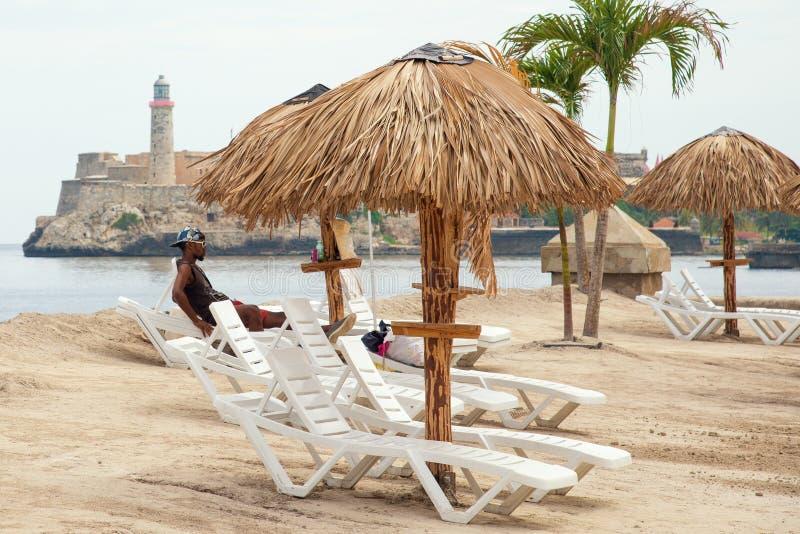 Установка искусства походя пляж на Гаване биеннале стоковое изображение rf