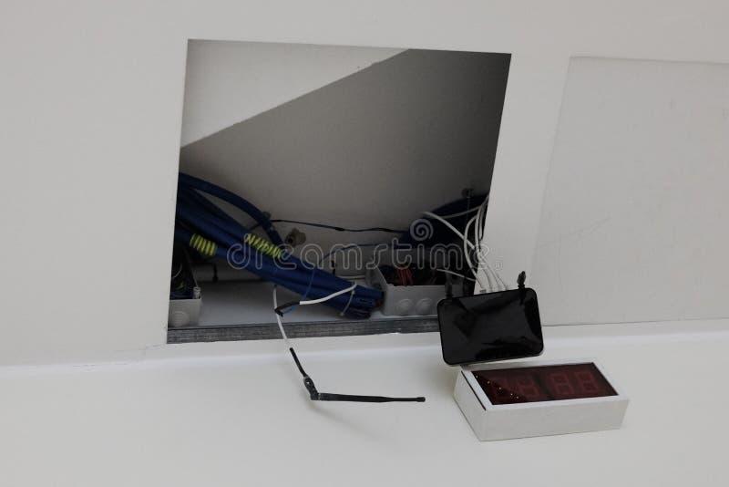 Установка модема потолка стоковая фотография rf