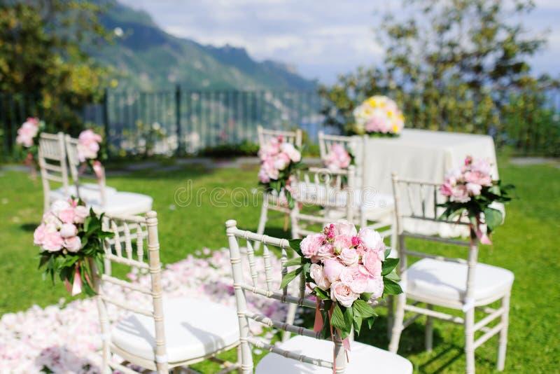 Установка свадебной церемонии в Ravello, побережье Амальфи, Италии стоковые изображения rf