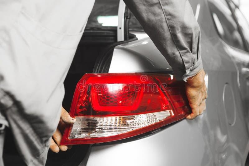 Установка свет на автомобиле, конец-вверх кабеля стоковые изображения rf