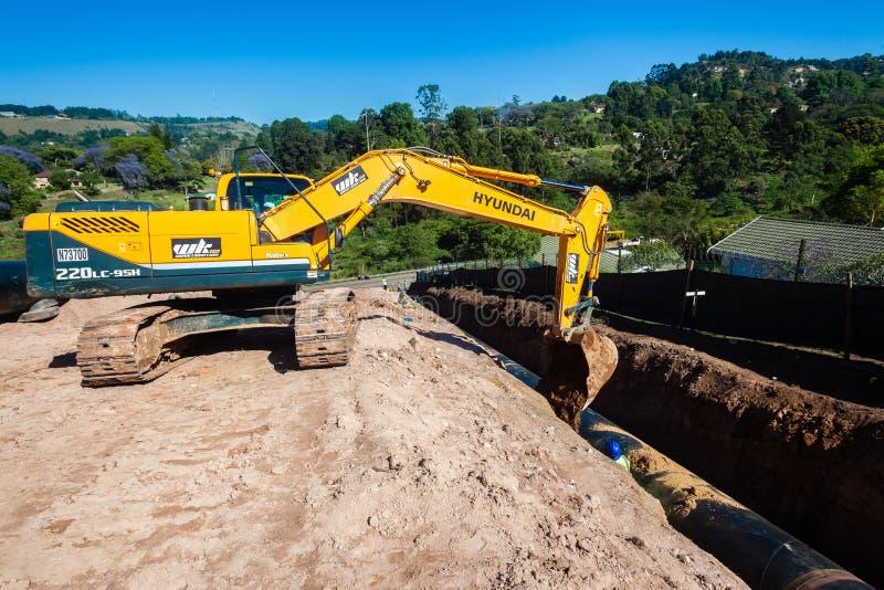 Установка трубопровода мост-водовода воды стоковые фотографии rf