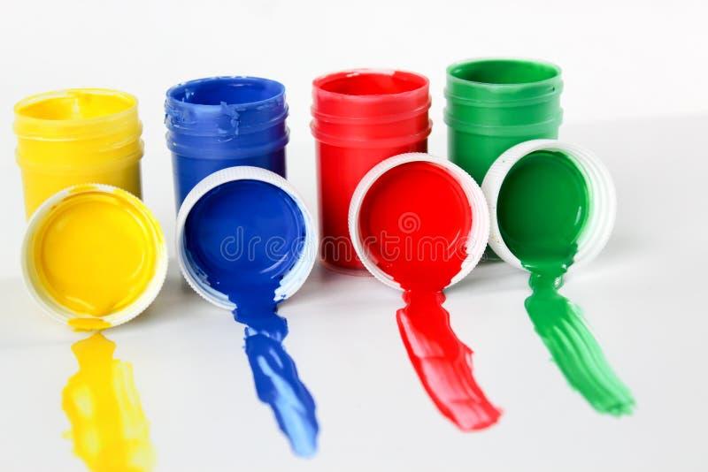 Установленные краски гуаши для детей изолированных на белой предпосылке стоковые изображения