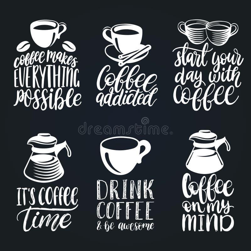Установленные фразы кофе вектора рукописные Оформление цитат с изображениями чашек и чайников Иллюстрации каллиграфии иллюстрация штока