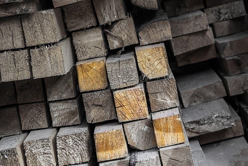 Установленный деревянный серый абстрактный тонизировать предпосылки выделил элемент особенный среди много цифров 5 влияния римски стоковая фотография rf