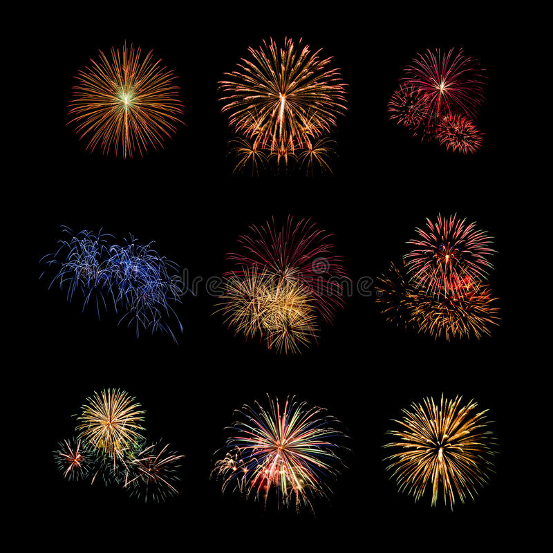Установленные фейерверки цвета освещают вверх на небе с ослеплять дисплеем стоковое изображение
