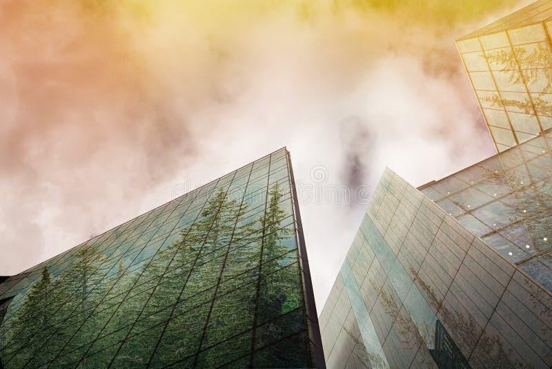 Устойчивый, зеленый город энергии, городская концепция экологичности стоковое изображение rf