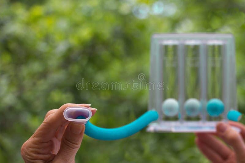 Устройство для стимуляции дыхания ручного держателя универсального спирометра стоковые изображения