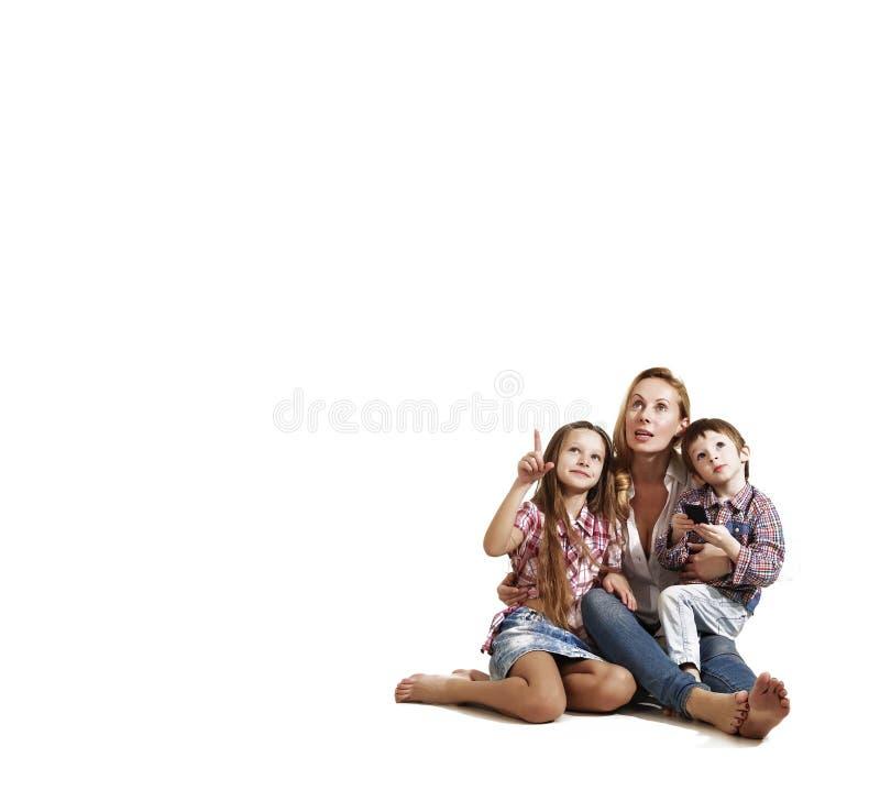 Устройство, технология, отдых, девушка, ребенок, родитель, мать, семья стоковое фото rf
