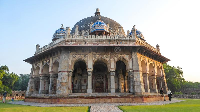 Усыпальница Isa Khan в Дели, Индии, Азии стоковые изображения