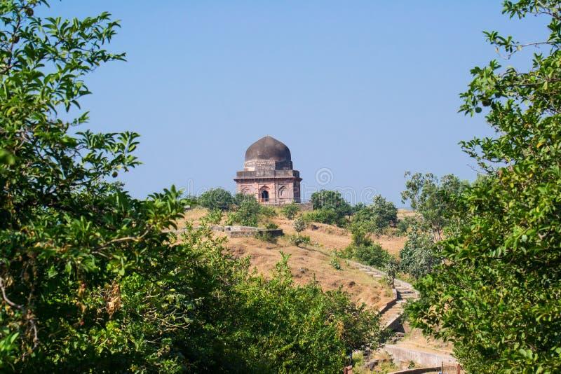 Усыпальница Mandu исторические или дворец шторок стоковая фотография