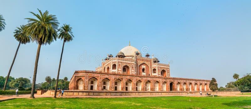 Усыпальница ` s Humayun, место всемирного наследия ЮНЕСКО в Дели, Индии стоковая фотография rf