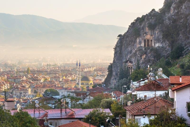 Усыпальницы утеса Lycian в Fethiye, Турции стоковые фото