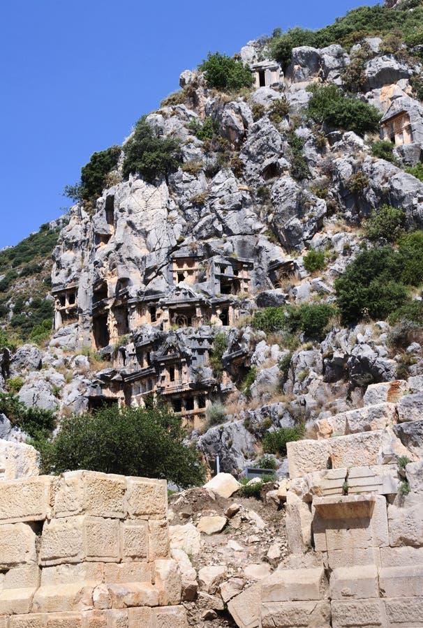 Усыпальницы Lycian вырезанные в скале, Myra, Турция стоковые изображения rf