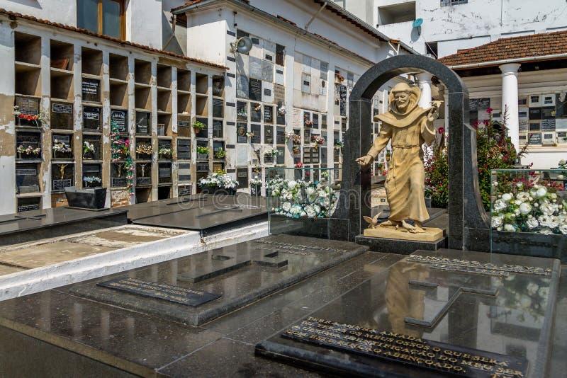 Усыпальница Tancredo Neves на кладбище Sao Francisco de Assis Церков - Sao Joao Del Rei, минах Gerais, Бразилии стоковая фотография rf