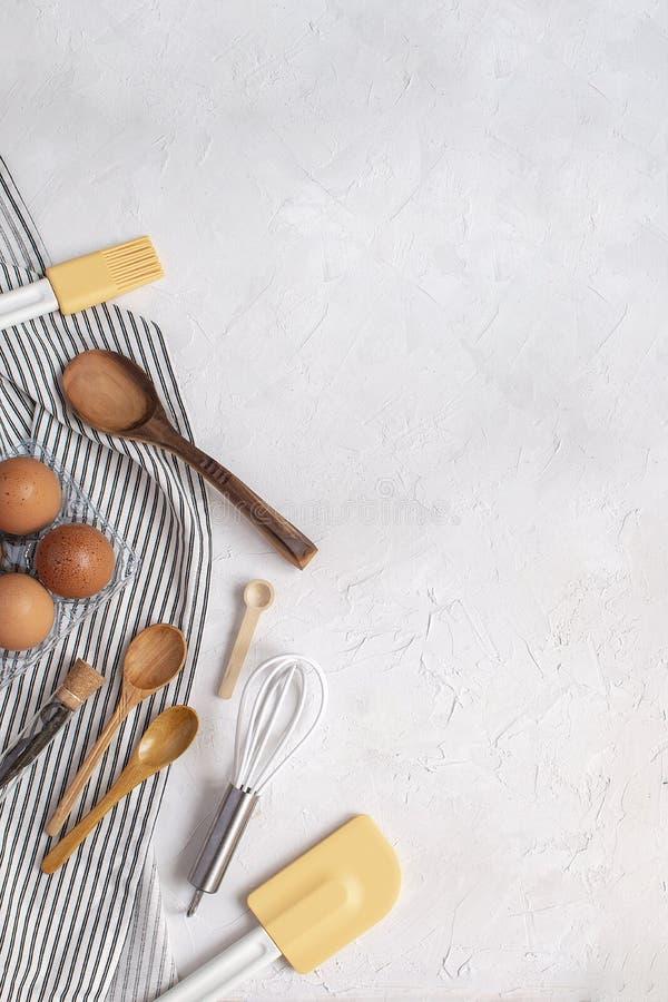 Утвари и ингридиенты кухни для печь - юркните, зачерпните ложкой, шпатель стоковые фотографии rf