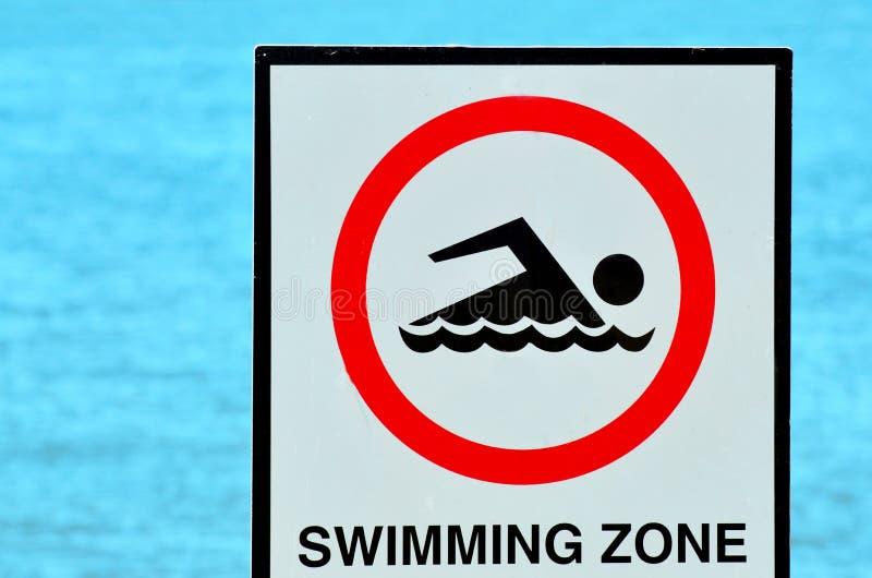 Утвердите знак зоны заплывания стоковое изображение rf