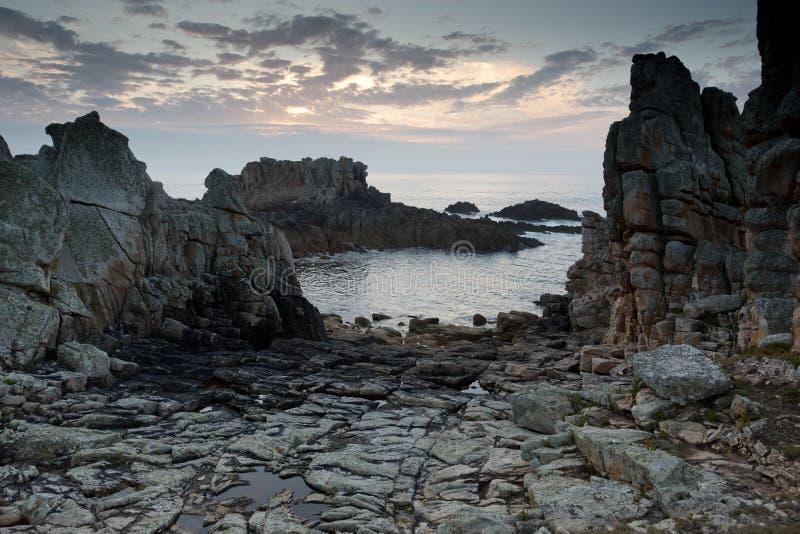 утесистое береговой линии драматическое стоковые изображения rf