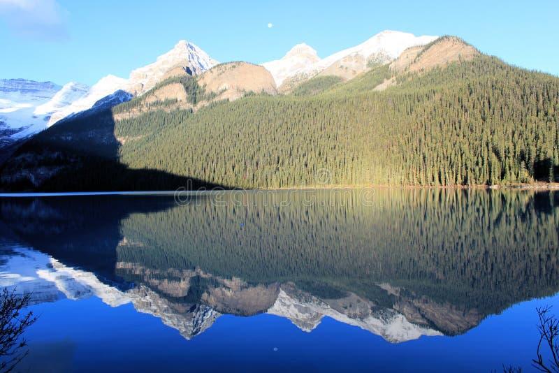Утесистые горы - Канада стоковая фотография