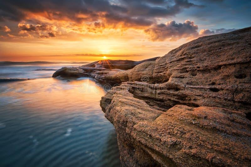 утесистый восход солнца стоковая фотография rf